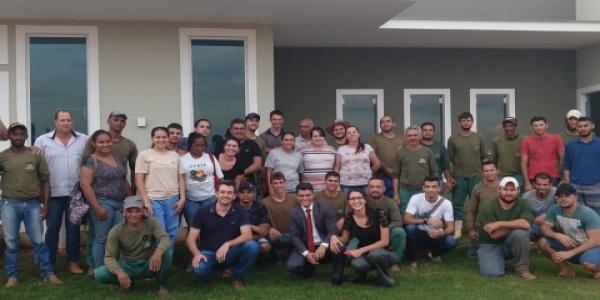 Colaboradores da Fazenda Seis Amigos participam de treinamento motivacional